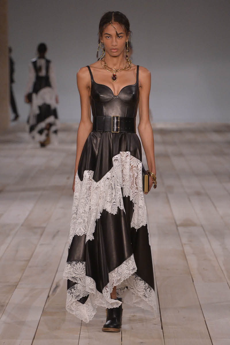 Alexander McQueen 2020年春夏系列女装时装秀
