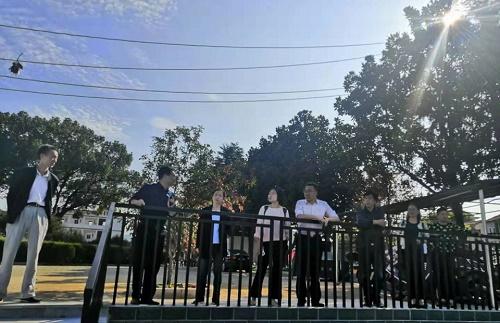 省市縣領導考察英山方家咀中心小學校園建設