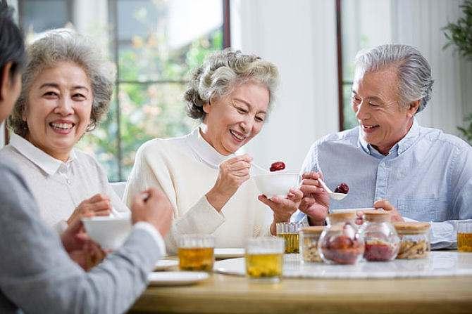 如果老年人有這幾個表現,說明更容易長壽