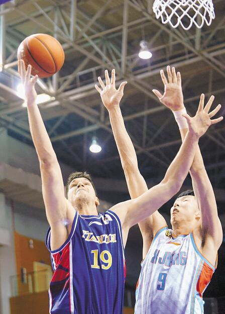 CBA季前賽首場新疆勝天津周琦回歸首秀拿下13分9籃板