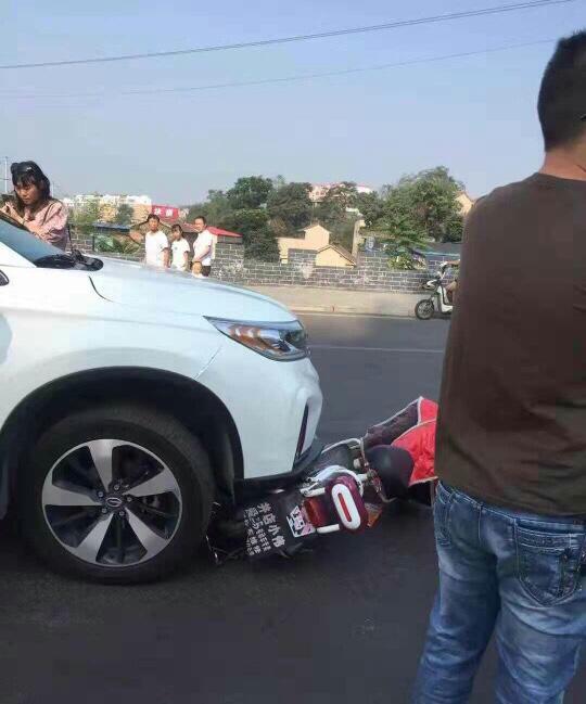 警惕!七歲幼童開車出行引起車禍