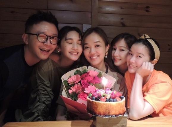 楊丞琳婚后不忘老友,合體王心凌現身聚會現場,為閨蜜慶41歲生日