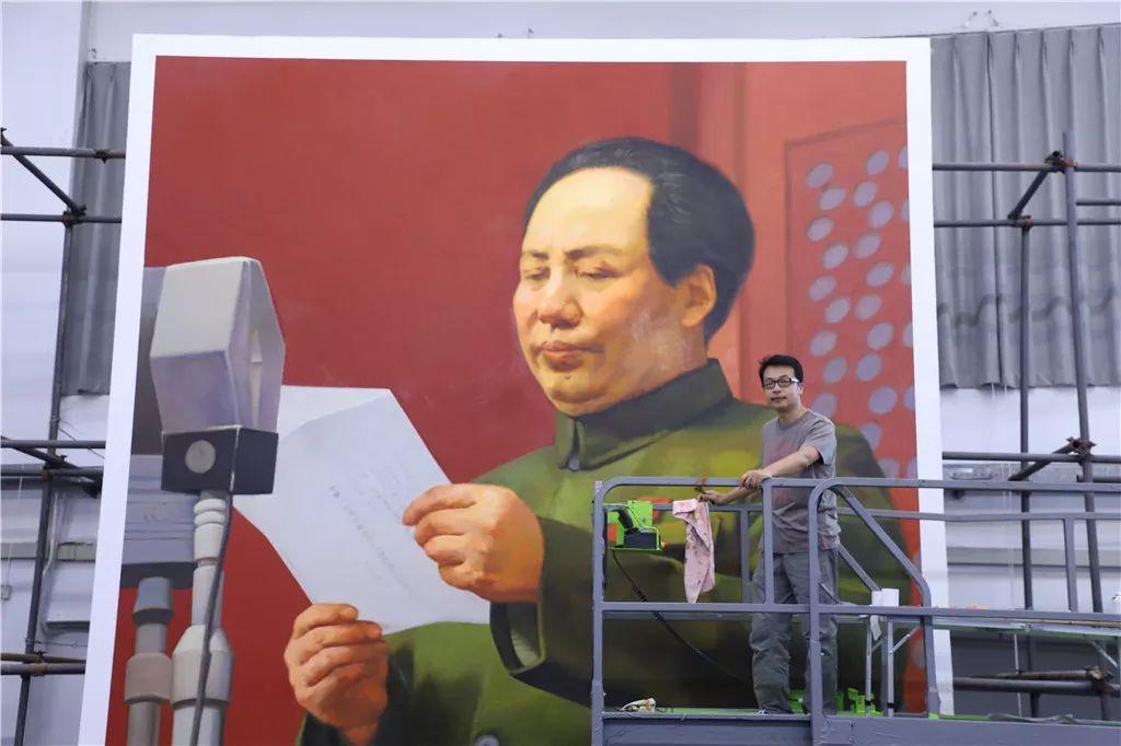 揭秘:國慶70周年群眾游行中五位領導人巨幅油畫像作者是誰