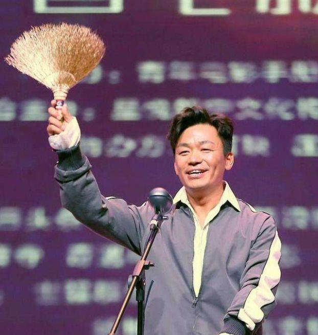 原創肖戰提名金掃帚獎,最令人失望男演員競爭激烈,他的票數遠超鹿晗