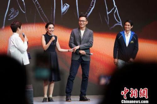 劉燁執導《猶太城》主題曲MV贊妻子是天生的演員