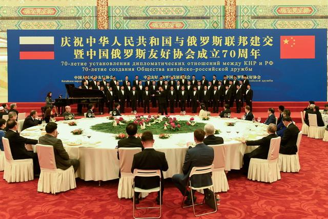 庆祝中俄建交暨中俄友协成立70周年招待会,长江钢琴奏响友谊之声