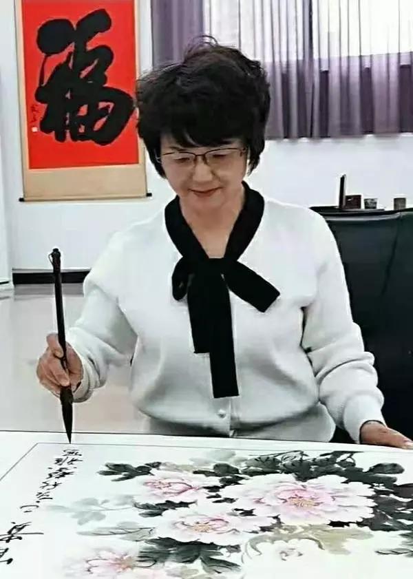 画家张淑爱(张馨雅)——作品雍容大气 清新优雅