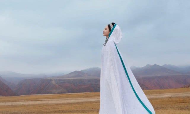 佟丽娅舞剧海报曝光,异域风情刷新颜值巅峰,连她自己也大赞很美