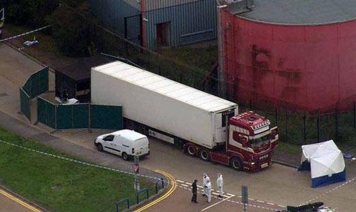 震惊:英国一辆卡车集装箱内发现39具尸体,25岁司机涉嫌谋杀被捕