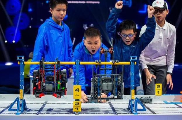 子期机器人编程公益课 走进武林门儿童之家