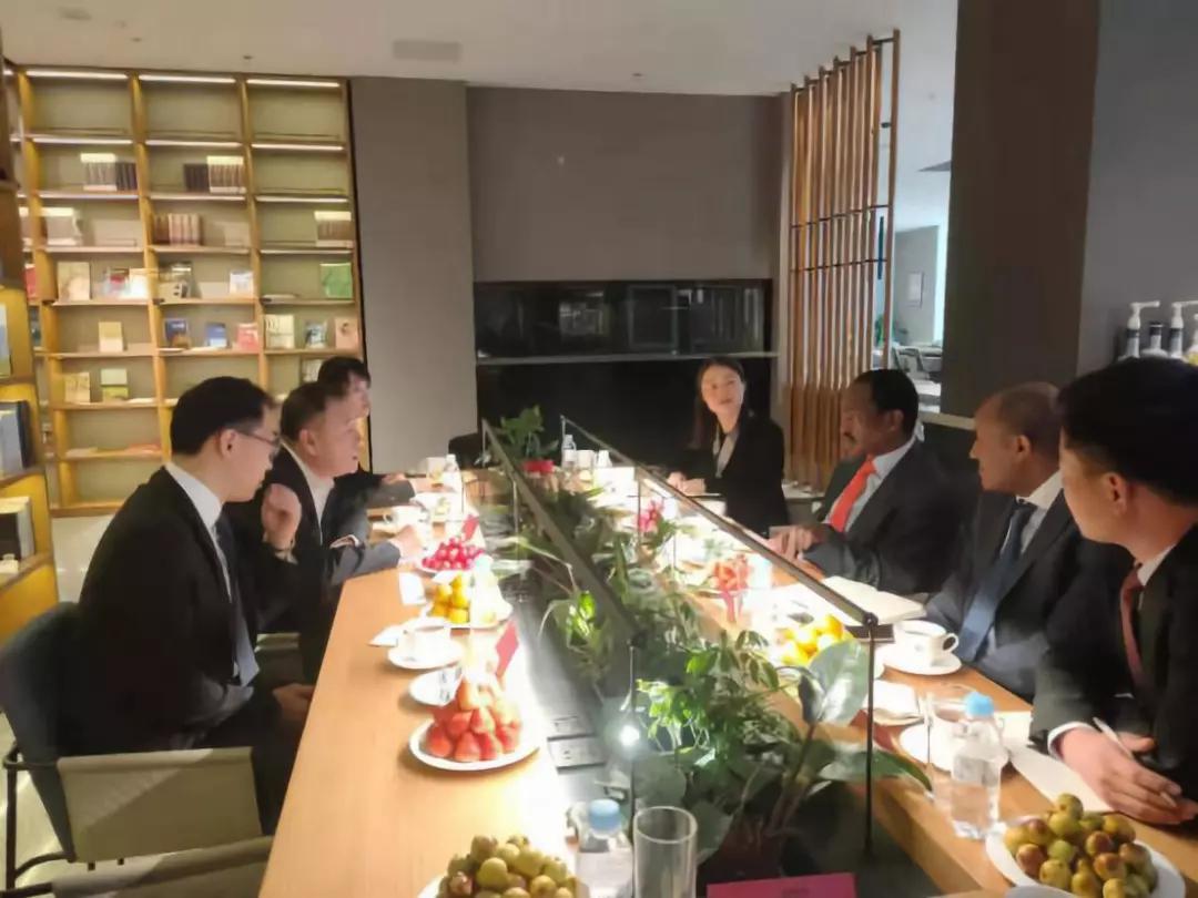 全国工商联家具装饰业商会携手埃塞俄比亚驻华大使访问曲美家居