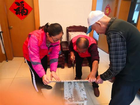 胜利油田河口社会化服务协调中心河阳社区党员用实际行动帮助居民圆心愿