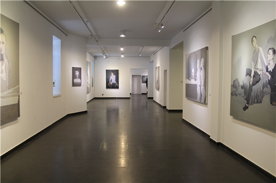 青春之殇――安�矣突�作品展亮相于北京而已美术馆
