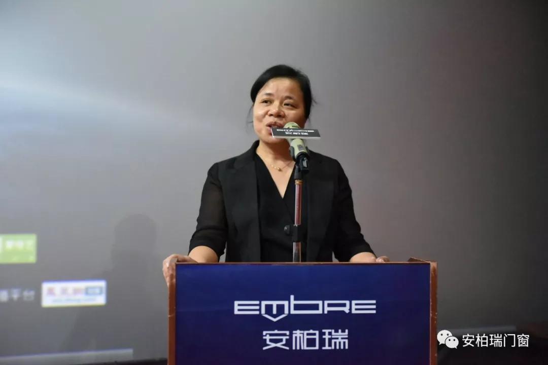 蓝天木业的谢福梅女士_安柏瑞门窗电影放映会