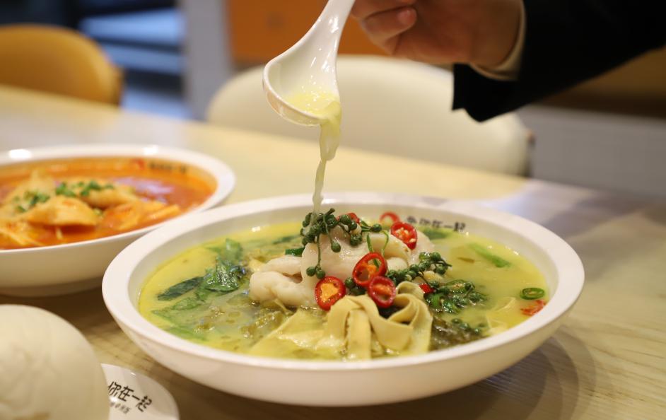 """酸菜鱼快餐遍布全国 缘何""""鱼你在一起""""下饭酸菜鱼家家火爆"""