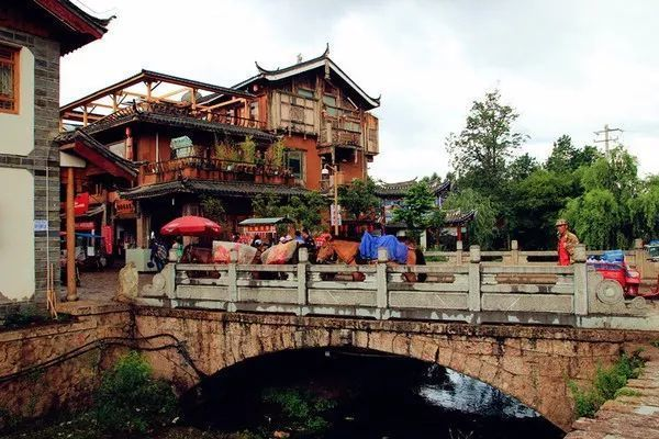 8b56631dc8ff4b408592ef10c668529e - Lijiang eat and live the Raiders, collector's edition _ ancient city - Sohu