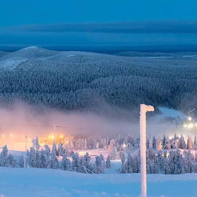 芬兰卢卡滑雪场 追着北极光而来