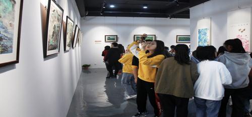 """""""中白丹青丝路情""""书画名家作品联展在苏隅美术馆隆重举办"""