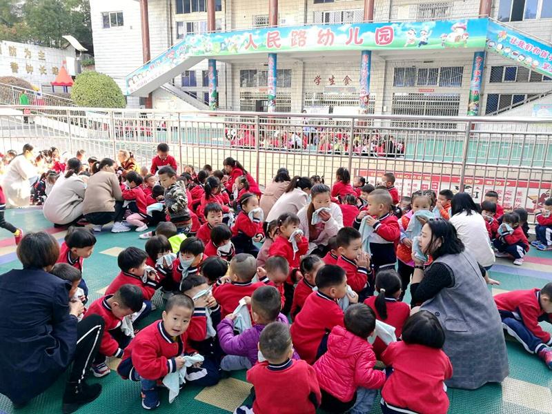 竹山县人民路幼儿园开展应急疏散演练活动