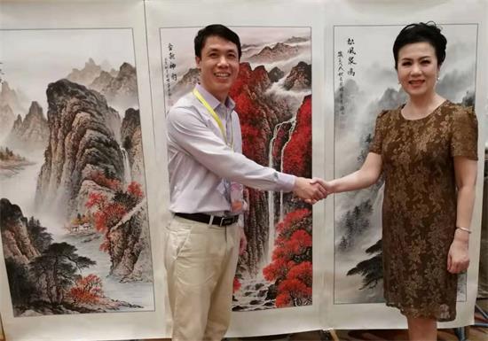 画家周国耀应邀赴泰国参加泰中建交44周年暨泰中经济贸易交流中心成立20周年庆典活动