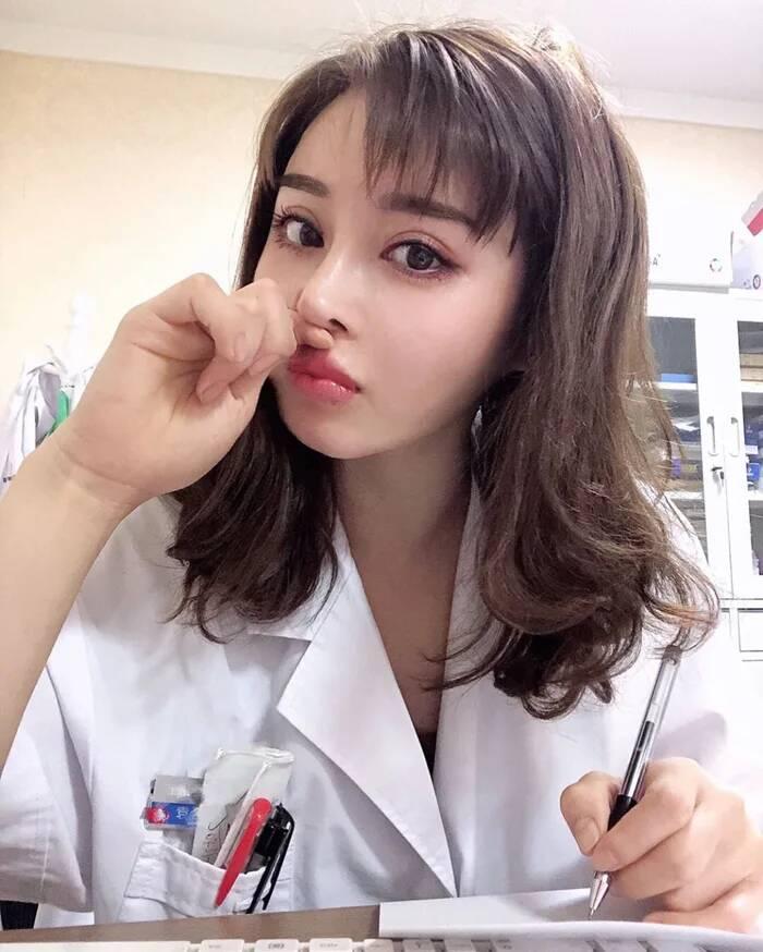 [无言说妹子]真人版春丽4妳!@中国美女医生 精致脸蛋下的身材让网友都惊呆了!