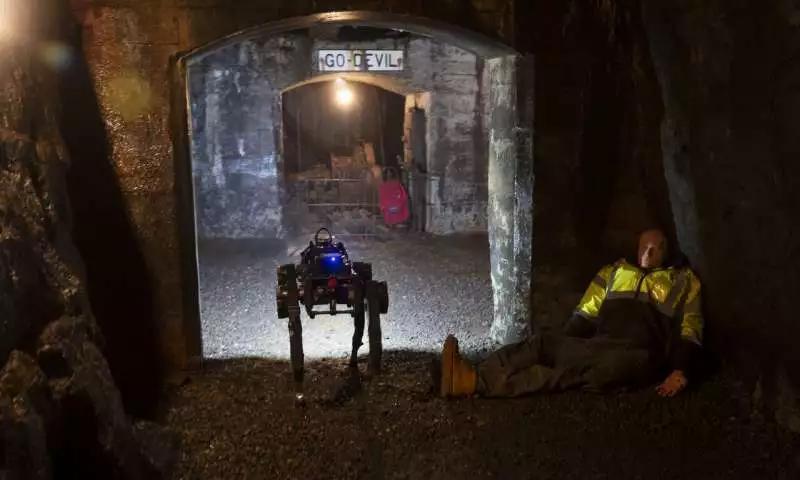 冥王星机器狗具有探测和探索隧道何识别物体能力
