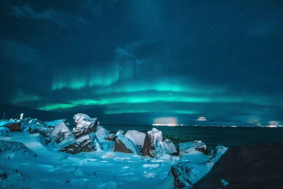 冰岛守时的极光