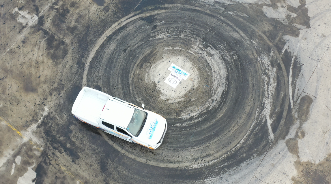1分钟定点漂移14圈!打破上海大世界基尼斯纪录的这款车,为啥这么牛?