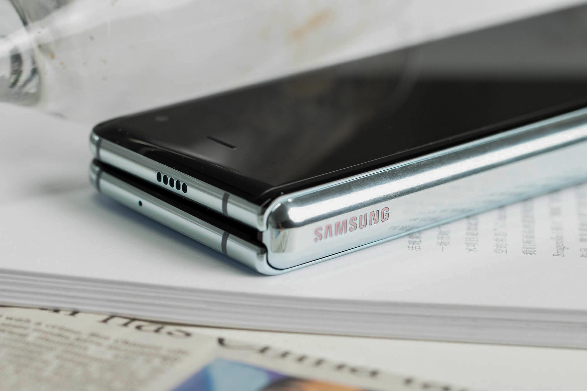 三星Galaxy Fold上手体验:双屏无缝切换的折叠屏手机的照片 - 3