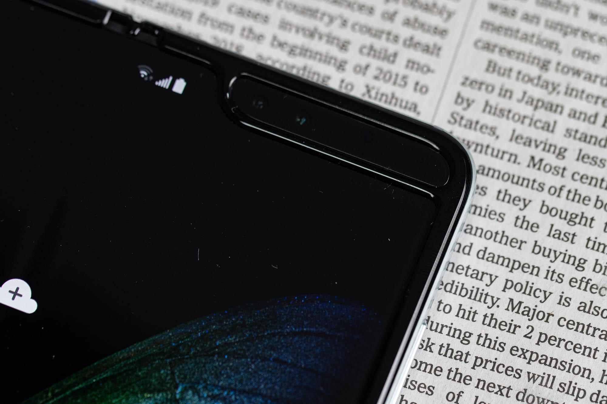 三星Galaxy Fold上手体验:双屏无缝切换的折叠屏手机的照片 - 11