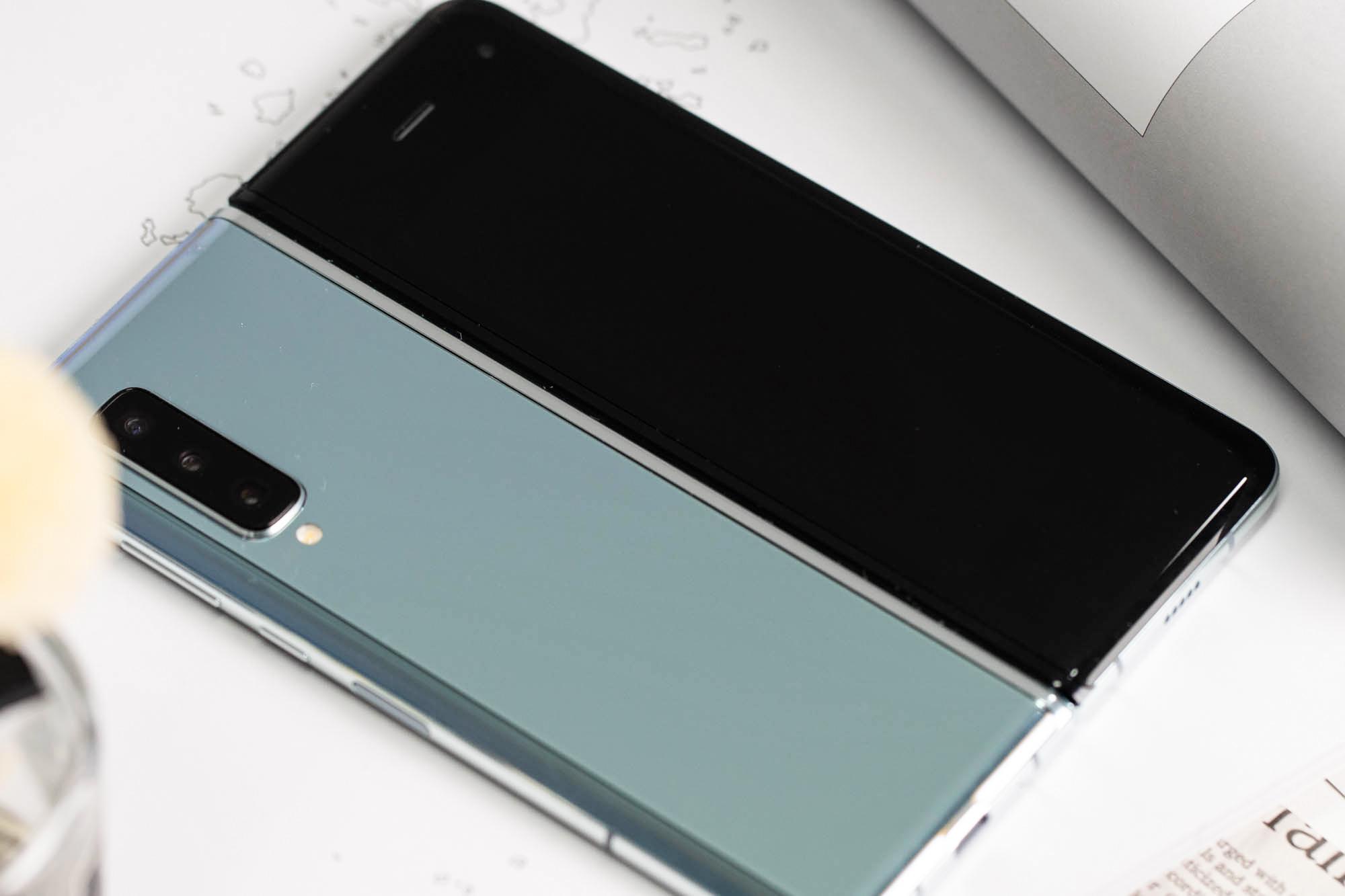 三星Galaxy Fold上手体验:双屏无缝切换的折叠屏手机的照片 - 2