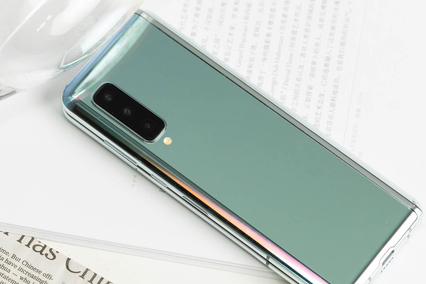 三星Galaxy Fold上手体验:双屏无缝切换的折叠屏手机的照片 - 5
