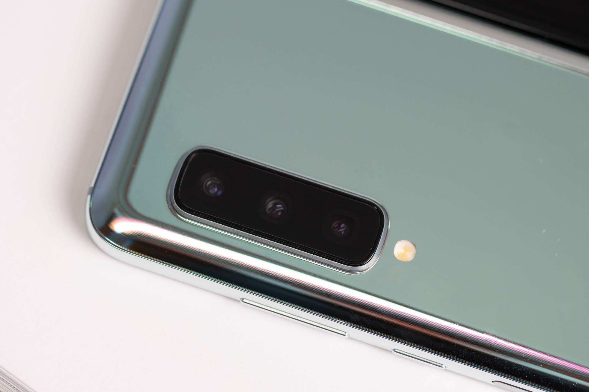 三星Galaxy Fold上手体验:双屏无缝切换的折叠屏手机的照片 - 8