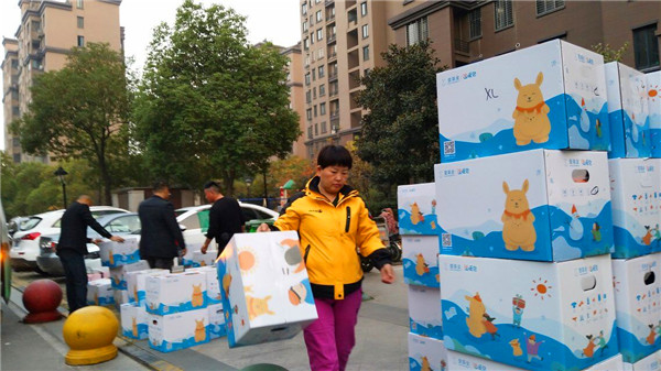 壹家人温暖蚌埠市-记壹基金温暖包顺利抵达蚌埠市
