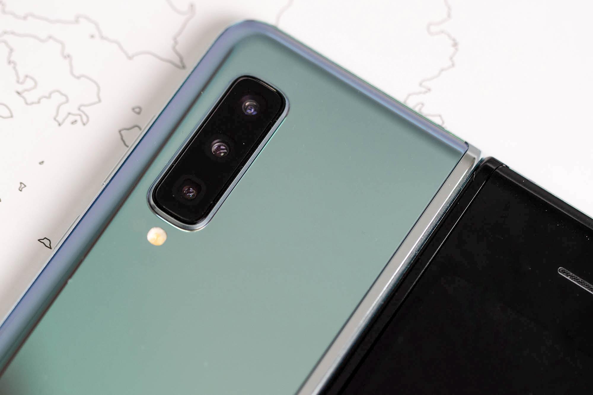 三星Galaxy Fold上手体验:双屏无缝切换的折叠屏手机的照片 - 7