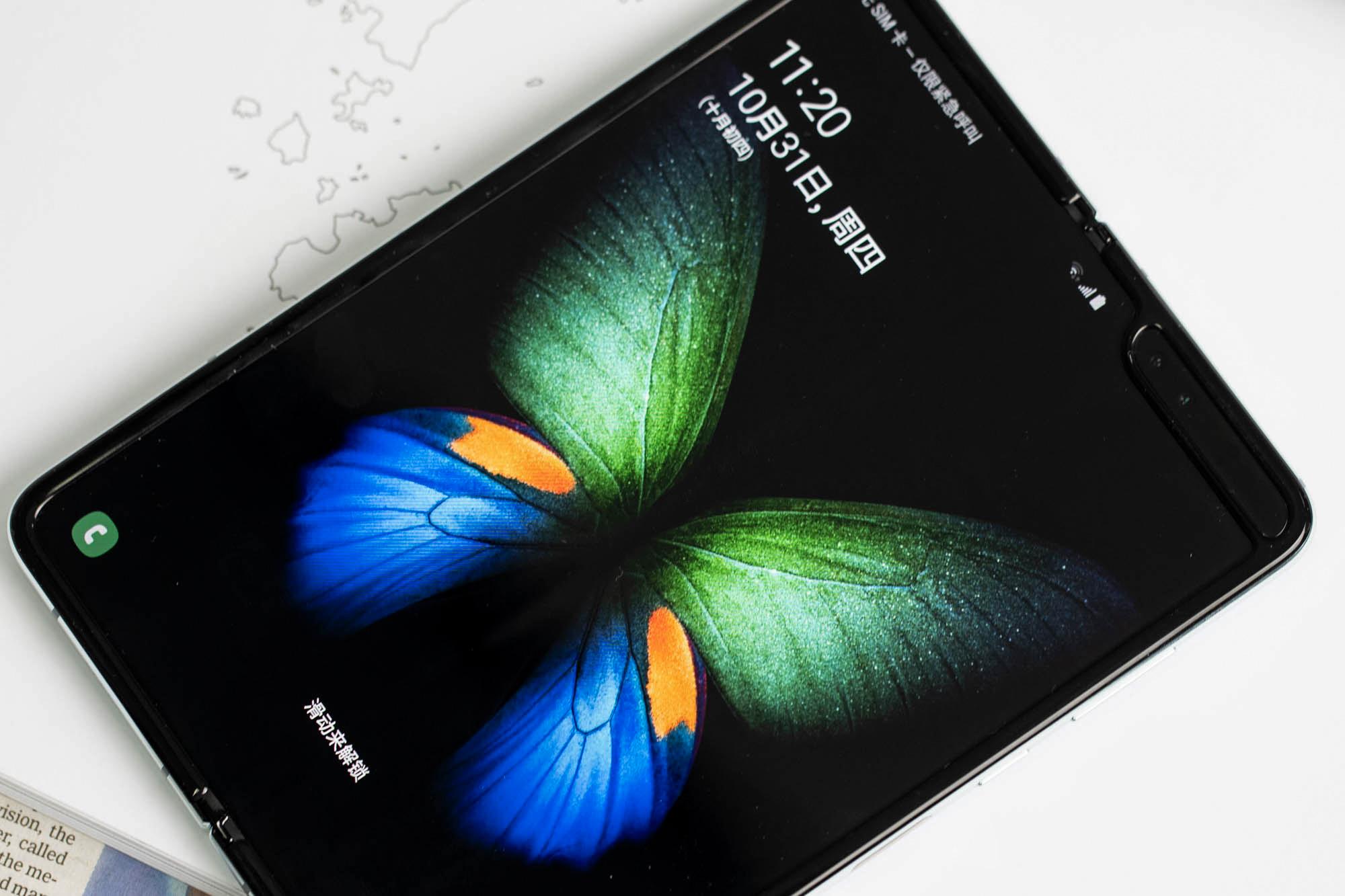 三星Galaxy Fold上手体验:双屏无缝切换的折叠屏手机的照片 - 4