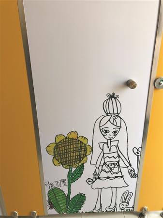 """广州市天河区奥体东小学把洗手间变""""画廊"""""""