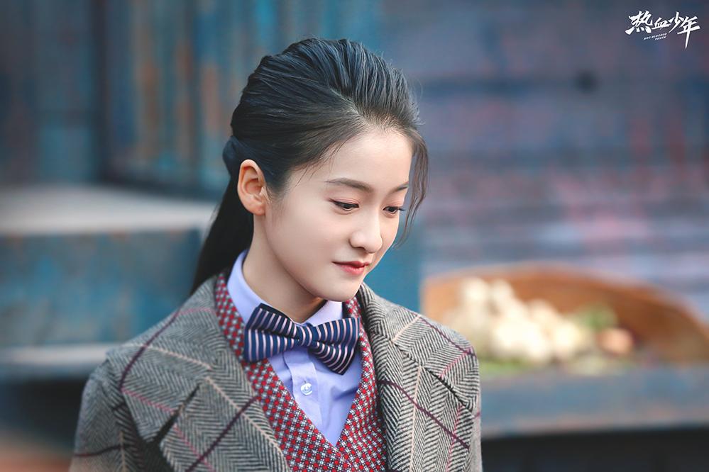 张雪迎旗袍造型惊艳出场 复古少女清秀如玉