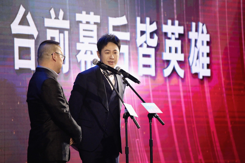 张颂文出席ELLEMEN电影英雄盛典 优雅从容致敬幕后英雄
