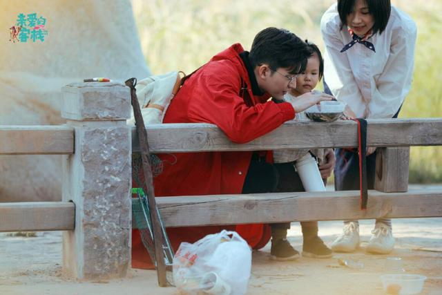 《親愛的客棧》持續高能,張翰離開前絕食抗議,劉濤太會收買人心