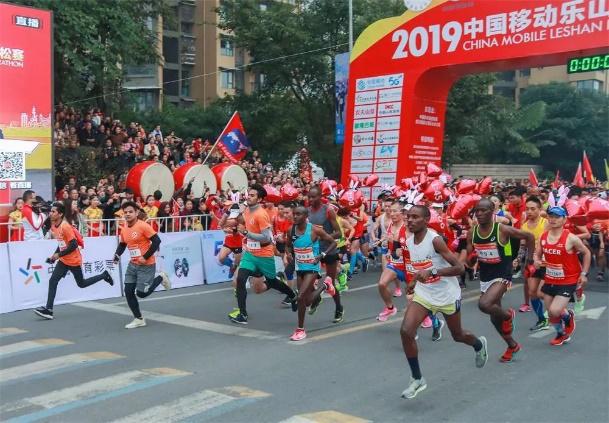 2019乐山国际半程马拉松赛事背后,那些最可爱的人