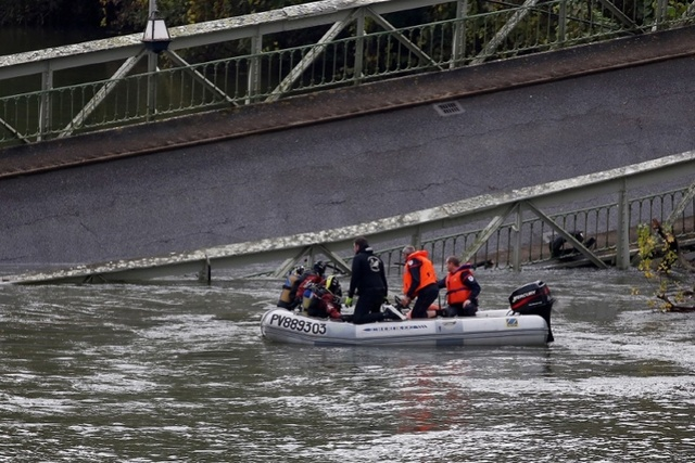突发!法国吊桥坍塌多车掉落水,一女孩丧生数人掉踪_中欧消息_欧洲中文网