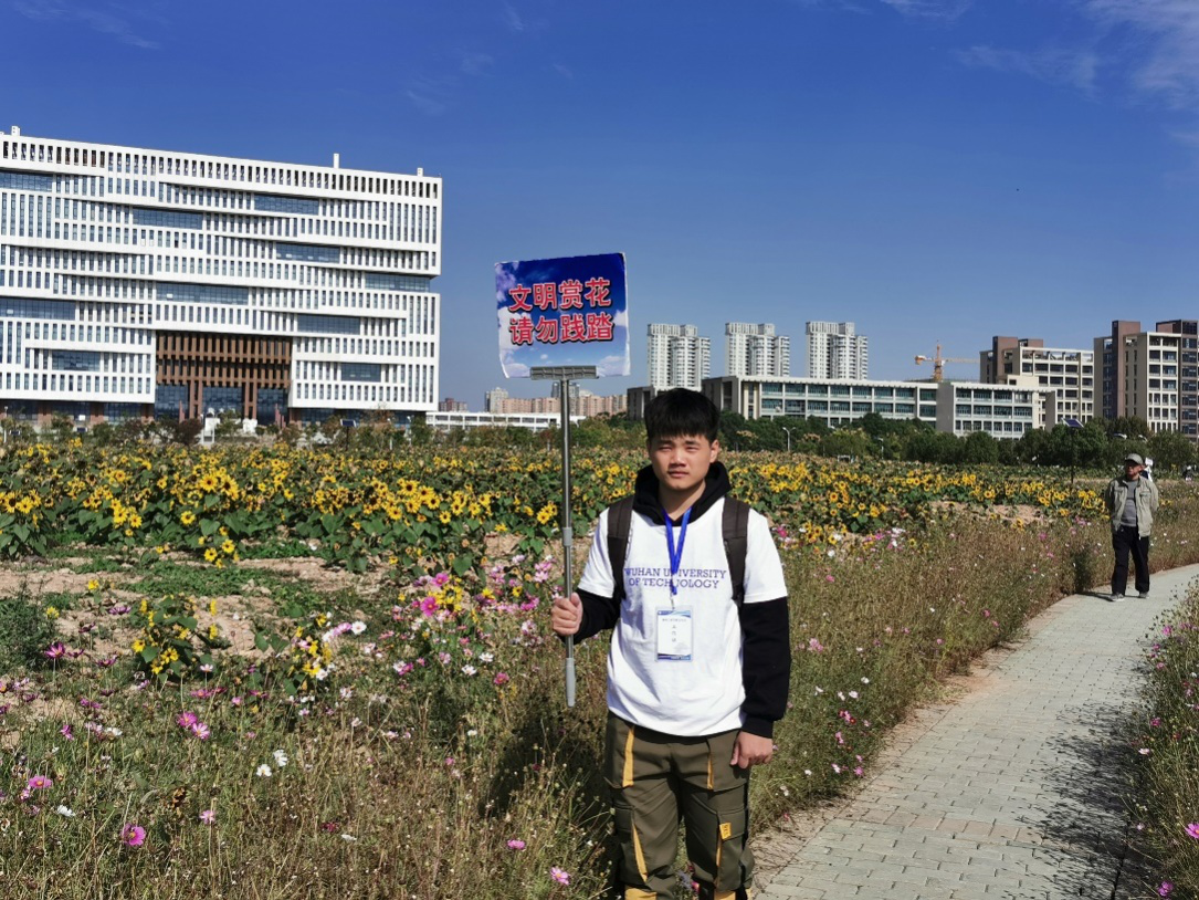 """机电风华,我来守护――武汉理工大学机电工程学院积极参与""""美丽校园行""""护花专项活动"""