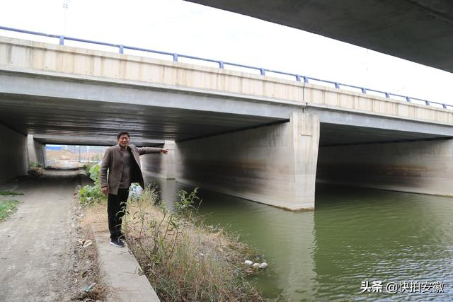男子河中捕获17斤重娃娃鱼,有人出价2万购买遭拒