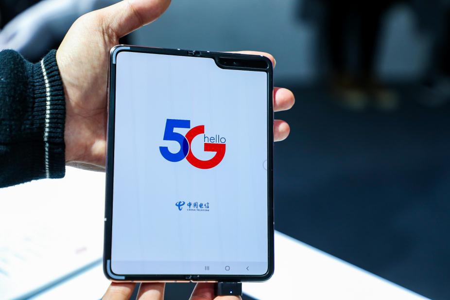 全球首款内折屏5G手机发布