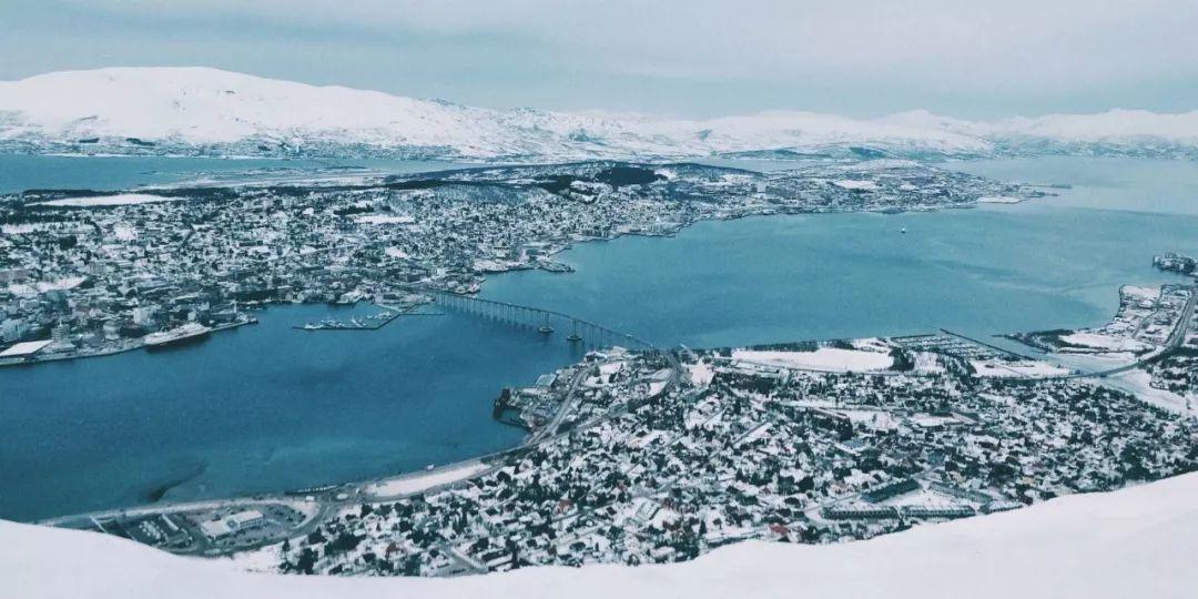 挪威特罗姆瑟 山顶的极光之城
