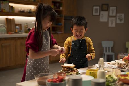 """用营养成就更好的未来 雀巢健康儿童呼吁""""一起做饭吧"""""""