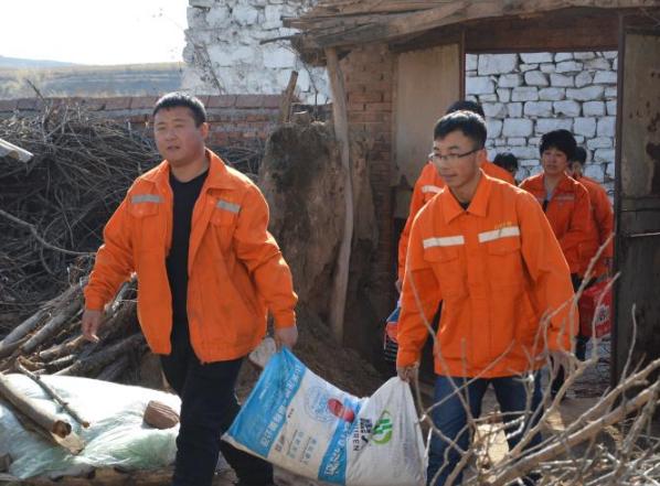 忻州北高速公路三岔路产维护站党支部携手忻州高速志愿者团队开展爱心活动