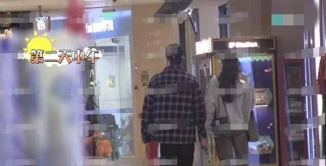 尹正蔣夢婕被拍親密逛街,兩人一同用餐,男方暖心投食