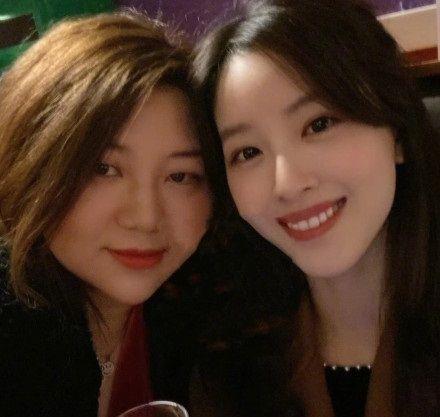 章泽天清华大学英国校友聚会站C位,网友吐槽干得好不如嫁得好